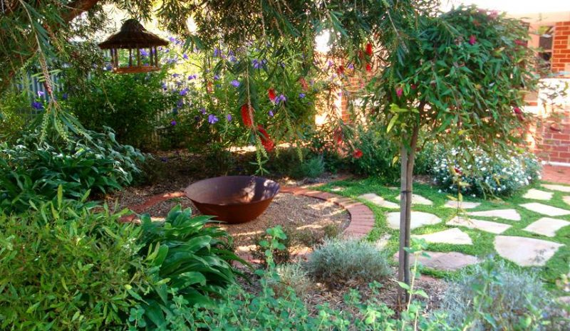 the 5 best landscaping ideas for small backyards